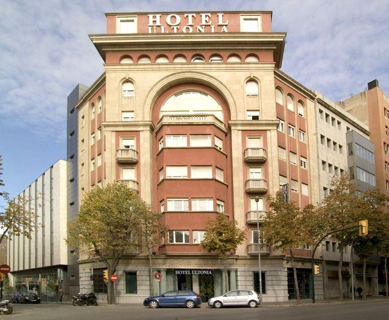Hoteles cicloturismo pirineo costa brava turismo activo for Hotel familiar girona